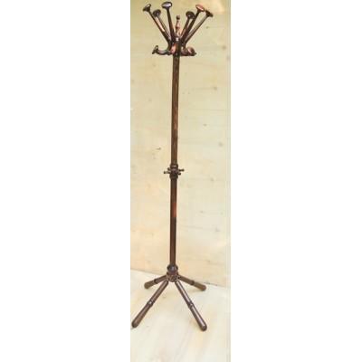 Дървена стояща закачалка